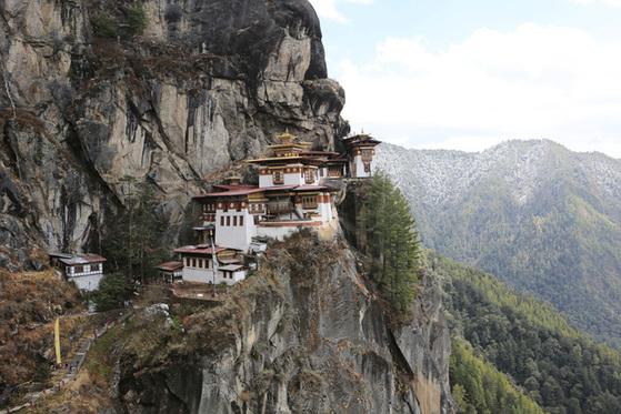 부탄의 창건설화가 간직한 탁상 곰파(Takshang Gompa). 부탄 사람들이 평생 한 번은 꼭 들른다는 불교 성지다.