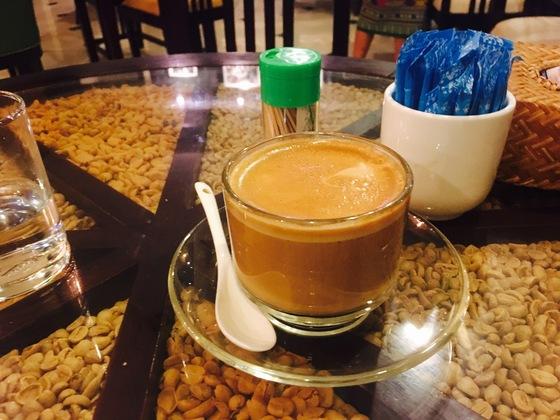 전망좋은 카페에서 커피 한 잔. 재료가 싱싱해서인지 참 맛있다.