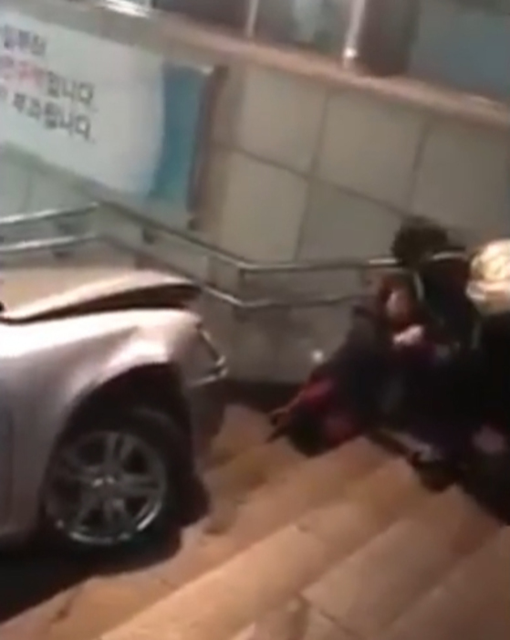 인천시 부평구 동암역 남광장 음주운전 사고 현장. [사진 유튜브 캡처]