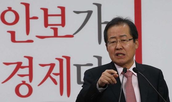 홍준표 자유한국당 대선 후보가 지난 29일 여의도 당사에서 복지정책 발표를 하고 있다. 오종택 기자