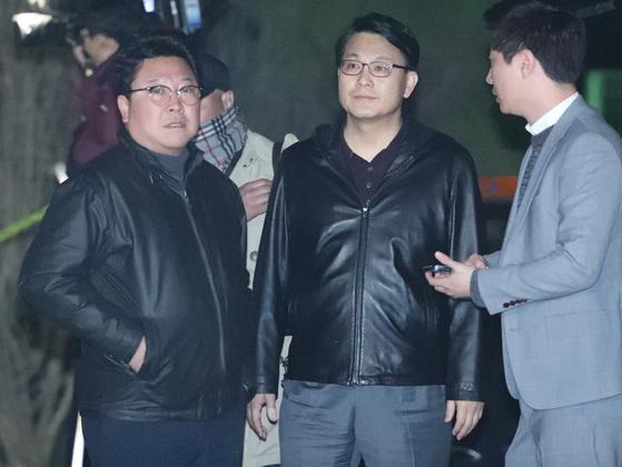 구속영장이 발부된 박근혜 전 대통령이 31일 오전 04시 45분 쯤 경기도 의왕 서울구치소에 도착했다. 자유한국당 친박 윤상현 의원이 구치소 입구에 나왔다.[사진 박종근]