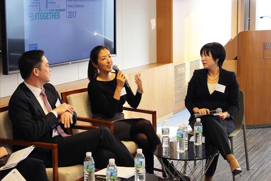 골드만삭스는 매년 세계여성의 날(3월 8일) 기점으로 '여성 콘퍼런스'를 연다. 올해 '함께'란 이름으로 열린 한국 행사에서 맞벌이 부부들이 경험과 조언을 들려주고 있다. [사진 골드만삭스코리아]