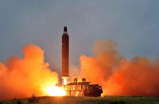 북한이 개발에 집중하는 무수단 미사일은 이동식 발사대를 사용해 위치를 추적하기 어렵다.[사진 중앙포토]