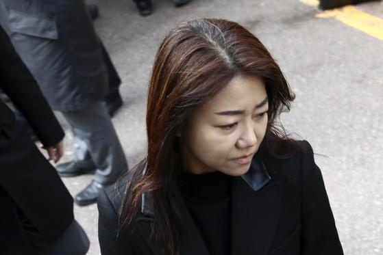 박근혜 전 대통령의 동생 박지만 EG회장의 부인 서향희 변호사. [사진 중앙포토]