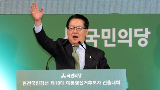 4일 국민의당 완전국민경선 마지막 합동연설회가 열린 대전 한밭체육관에서 박지원 대표가 인사말을 하고 있다. 박종근 기자