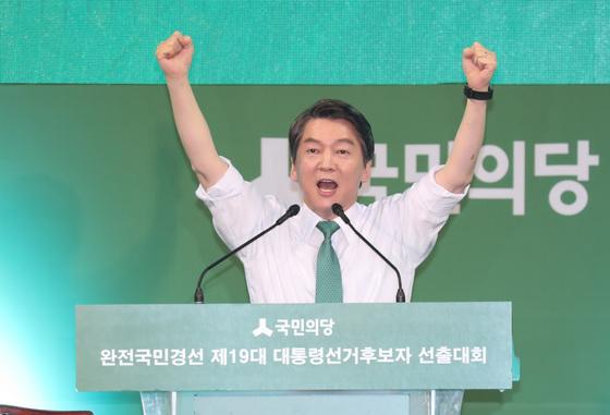 안철수 후보가 4일 오후 대전 한밭체육관에서 대통령 후보 수락 연설을 하고 있다. 박종근 기자