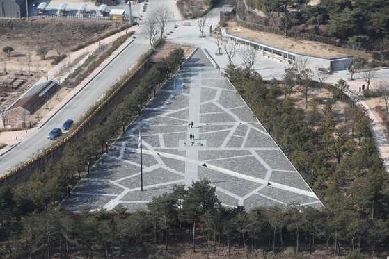 화합의 성지로 변화하고 있는 경남 김해시 봉하마을 전경. [사진 중앙포토]