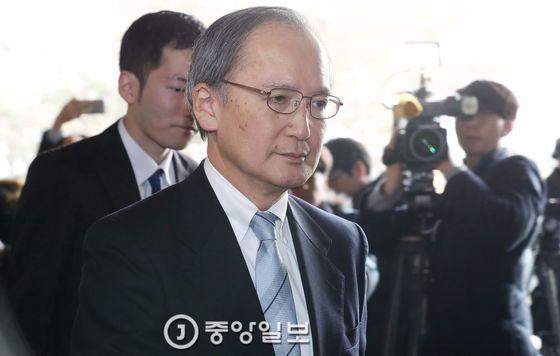 나가미네 야스마사 주한 일본대사가 일본으로 출국하기 위해 지난 1월 9일 김포공항 청사로 들어서고 있다. 나가미네 대사는 오늘(4일) 귀임한다. [사진 우상조 기자]