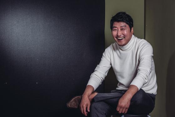한국을 대표하는 실력파 배우 송강호(49).  [사진제공=전소윤(STUDIO 706)]