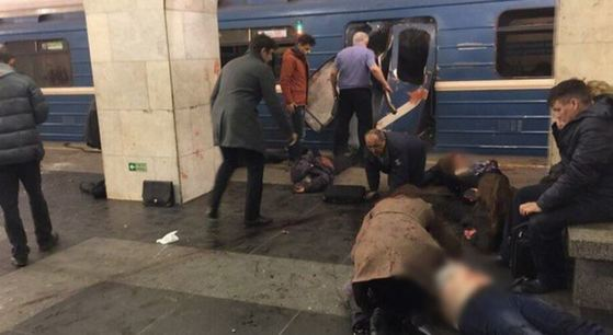 러시아 상트페테르부르크에서 3일(현지시간) 지하철 객차 안에서 폭발 사고가 일어났다. [사진 트위터 캡쳐]