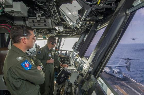지난달 31일 중부사령부 지원을 끝내고 동중국해로진입한 마킨아일랜드 상륙준비전대. [사진 미 해군]
