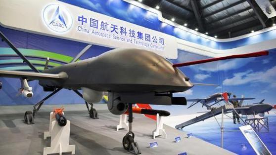 중국항천과학기술그룹(중국항천·CASC)이 내놓은 '차이훙(CH)-4' 가격은 400만 달러(약 44억원)로 2000만 달러(222억원)인 미국 MQ-1에 비해 5분의 1 수준에 불과하다. [사진 CNBC]