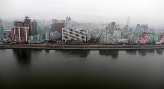 5일 오전 북한 평양 시내가 전날과 같이 안개로 덮혀 있다.사진공동취재단