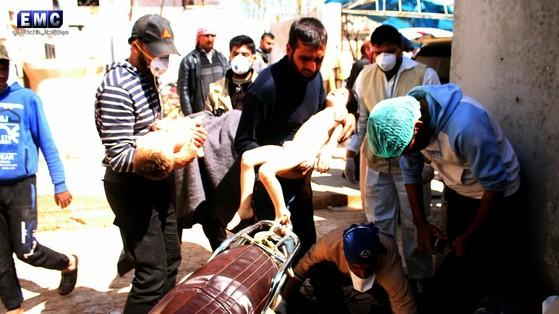 시리아 북부 이들리브주의 칸세이칸 지역에 4일(현지시간) 화학무기 공습으로 어린이 11명을 포함해 최소 58명이 숨졌다. [이들리브미디어센터]
