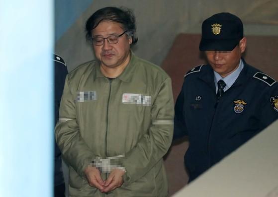 지난달 21일 오후 서울중앙지법에 도착한 안종범 전 청와대 정책조정 수석. [중앙포토]