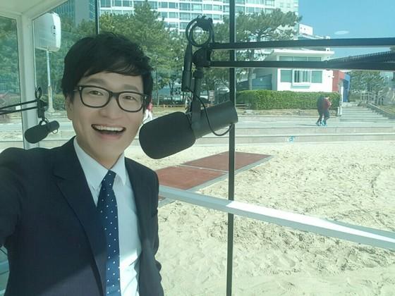 KBS 개그맨 출신 김영민 씨가 8일부터 매주 주말마다 해운대 해수욕장에서 '보이는라디오' DJ로 방송을 진행한다. [사진 김영민씨]