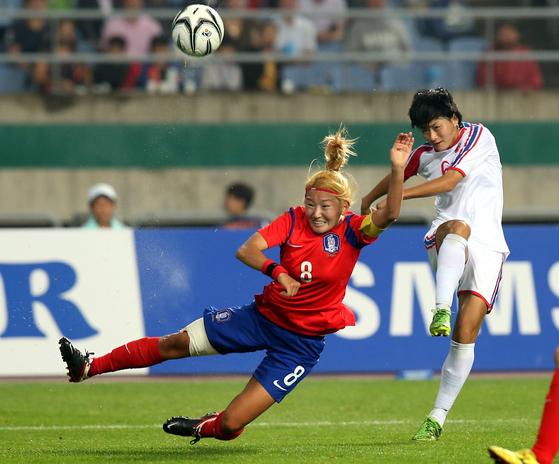 여자축구대표팀 주장 겸 중앙미드필더 조소현은 강한 체력과 다부진 투지를 겸비해 '여자 박지성'이라는 별명으로 불린다. [중앙포토]