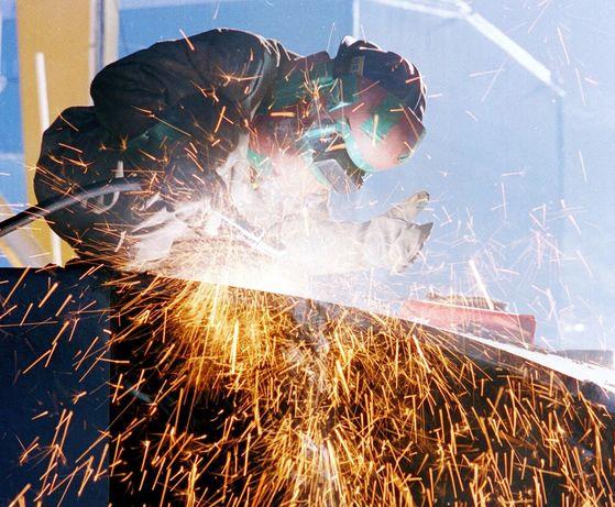 원하청 근로자가 원청 근로자에 비해 열악한 노동환경에 노출된 것으로 나타났다. 안전보건공단 연구 결과 근로자 1만명당 사망자 비율인 사고사망만인율이 원청보다 하청이 4배 가량 더 높았다. [중앙포토]