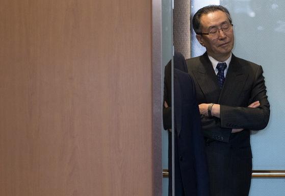 북핵 6자회담 중국 측 수석대표인 우다웨이 중국 외교부 한반도 사무 특별대표가 10일 오후 윤병세 외교부 장관을 접견하기 위해 서울 외교부 청사로 들어서고 있다.