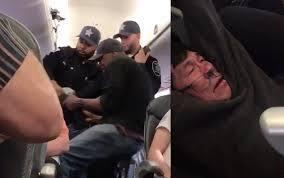 9일(현지시각) 미국 시카고 오헤어 공항의 유나이티드 항공 기내에서 강제로 끌려나가는 동양인 승객. [중앙포토]