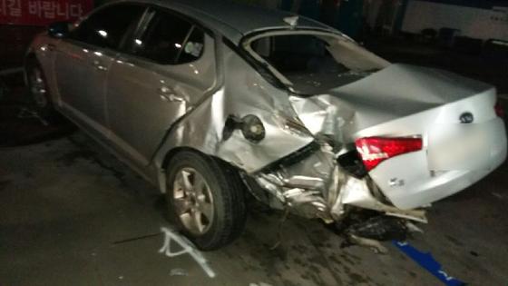 지난 8일 이모(17)양이 주유소로 돌진해 부서진 차량. [사진 전주 완산경찰서]