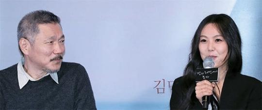 '밤의 해변에서 혼자' 언론 시사에 참석한 홍상수 감독과 배우 김민희. 김진경 기자