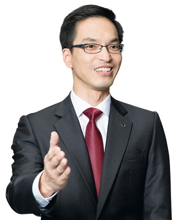 """2007년 방한한 카를로스 곤 닛산 회장을 만난 자리에서 """"당신처럼 되고 싶다""""고 말했던 허성중 사장은 10년 만에 꿈을 반쯤은 이뤘다."""