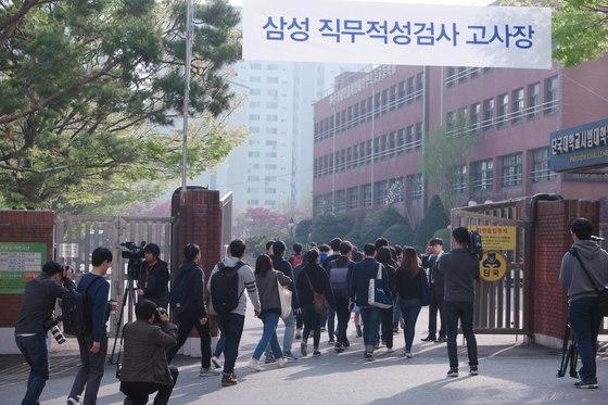 16일 삼성 직무적성검사가 열린 서울 강남구 단국대사대부고의 모습 [사진 삼성전자]