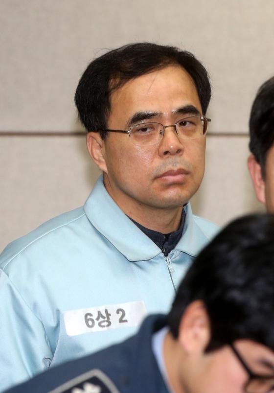 김종 문체부 전 차관은 최순실씨가 이재용 부회장의 삼성그룹 승계를 도와줘야 한다는 취지의 발언을 들었다고 증언했다. [중앙포토]