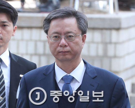 지난 11일, 우병우 전 청와대 민정수석이 영장실질심사를 받기위해 서울 서초동 중앙지법으로 출석하고 있다. 전민규 기자