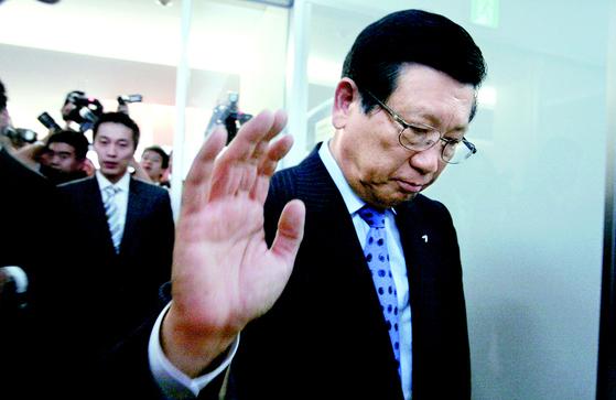 2009년 7월 박삼구 금호아시아나그룹 회장이 서울 신문로 금호아시아나 본관에서 기자회견을 마친 뒤 회의실을 나서고 있다. 최승식 기자