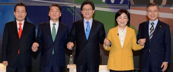 지난 13일 첫 대선 토론회에 모인 후보들 [중앙포토]
