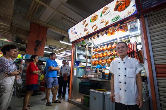 홍콩 소야 소스 치킨&누들. 2017년판 싱가포르 미쉐린 가이드에서 별점을 받은 싱가포르의 노점 식당이다.