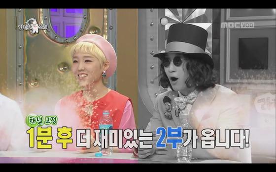 지난 12일 MBC 예능 '라디오스타' 방송 화면. 방송 도중 '1분 후 더 재미있는 2부가 옵니다'라는 자막이 뜨고 있다. [사진 MBC 캡처]