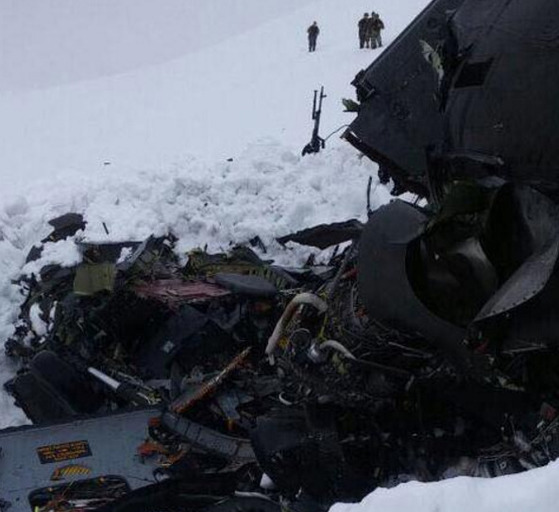 터키 동남부에서 경찰 헬기가 추락해 판사 1명, 경찰관 7명 등 12명 탑승자 전원이 사망했다. [사진hurriyet ]