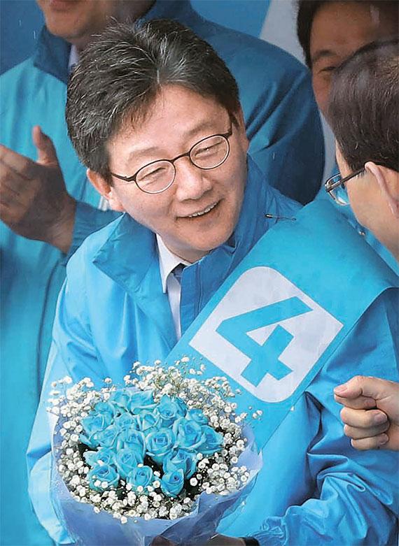 대선 공식 선거운동 첫날인 17일 유승민 바른정당 후보는 인천상륙작전기념관에서 대선 출정식을 가졌다.