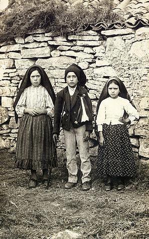 100년전 성모 마리아의 발현을 목격하고 3가지 계시를 받은 것으로 알려진 3명의 목동. [사진 위키피디아]