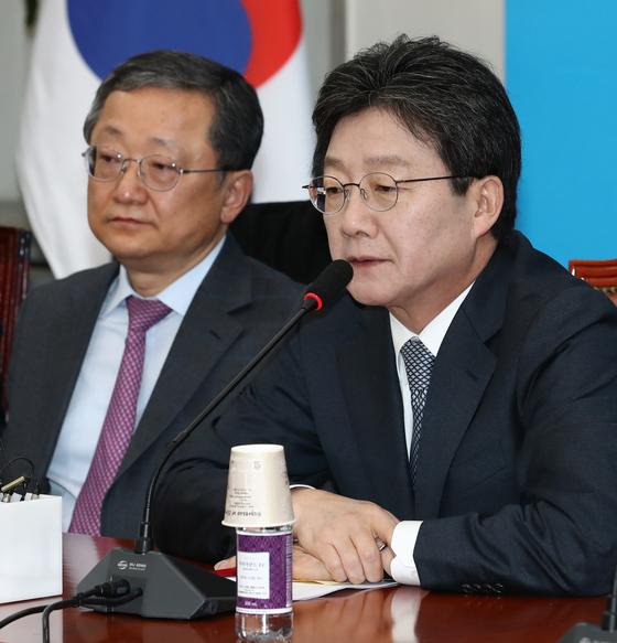바른정당 김재경 최고위원(왼쪽)과 유승민 대선 후보 [중앙포토]