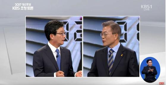 19일 KBS 주관으로 열린 대선 후보자 토론에서 유승민 후보와 문재인 후보가 날선 공방을 벌이고 있다. [사진 KBS]