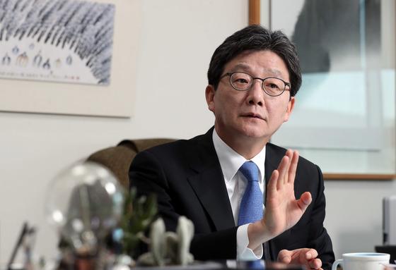 유승민 바른정당 후보가 19일 국회 의원회관에서 중앙일보와 인터뷰했다.강정현 기자