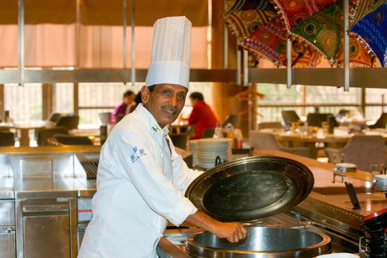 인도 유명호텔의 총주방장인 카스투어. 인도 대통령의 요리사로 8년 동안 일했다. [사진 밀레니엄 서울힐튼]