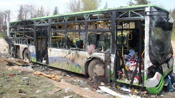 유엔은 지난 16일 시리아 알레포에서 발생한 버스 테러 용의자가 국제구호단체 직원으로 위장해 잠입했을 가능성이 높다고 발표했다. [사진 BBC]