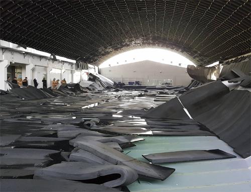 지난 2월 인천 남동구의 한 학교 내 수영장의 천장 내장재가 무너지는 사고가 발생했다. 다행히 인명피해는 없었다. 사진=인천 남동소방서 제공