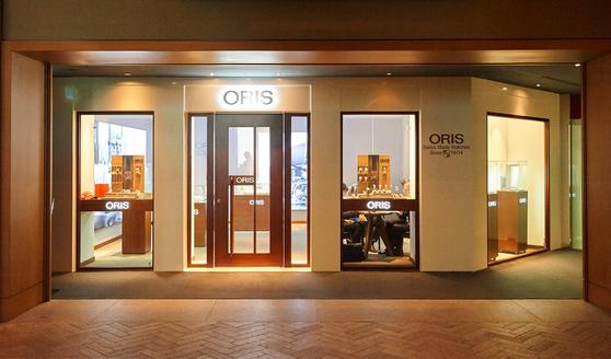 남산 그랜드 하얏트호텔 1층에 오픈한 부티크 숍에서는 오리스 113년 헤리티지를 확인할 수 있다. [사진 오리스]