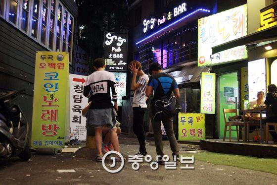 서울 신림동을 떠도는 가출 청소년. 사진은 기사 내용과 관련이 없음 [중앙일보]