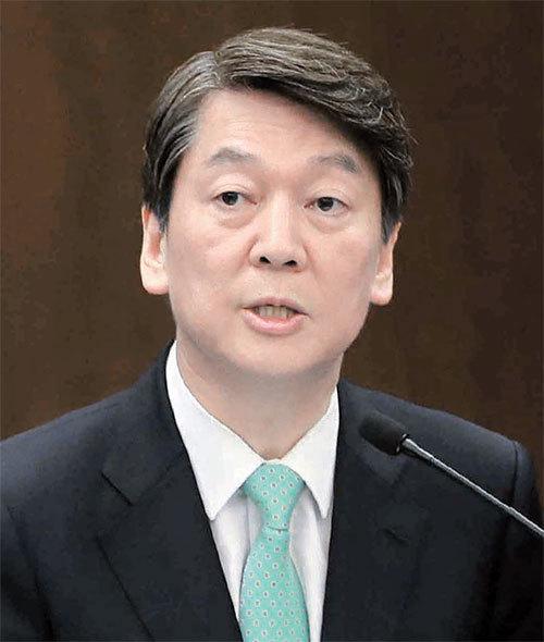 21일 각 당 대선후보들은 각종 행사에 참석해 자신의 정책을 밝혔다. 안철수 국민의당 후보는 서울 명동 은행회관에서 열린 한국신문방송편집인협회 세미나에 참석했다. [박종근 기자]