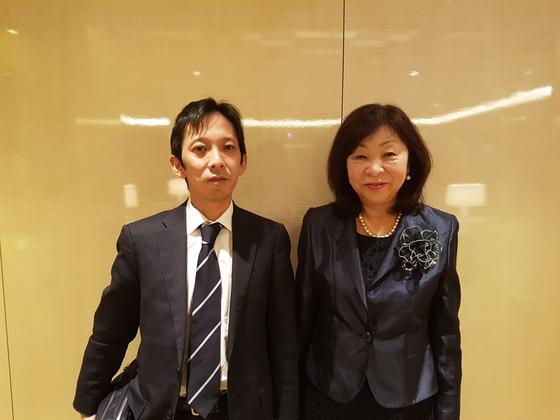 와카미야 주필 장남 다로(왼쪽)씨와 부인 리에코 여사.