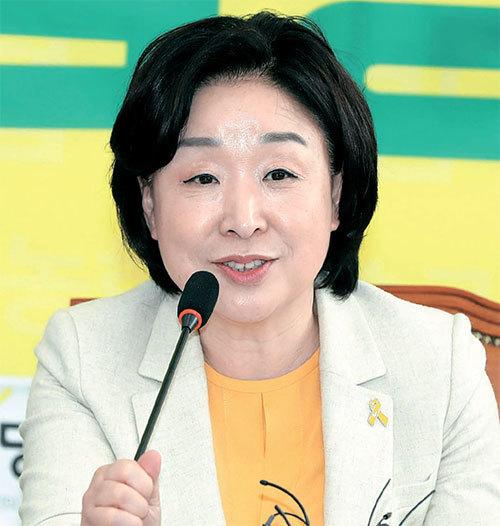 지난 21일 국회에서 친환경 농업정책 협약식을 진행하는 심상정 정의당 후보. 강정현 기자