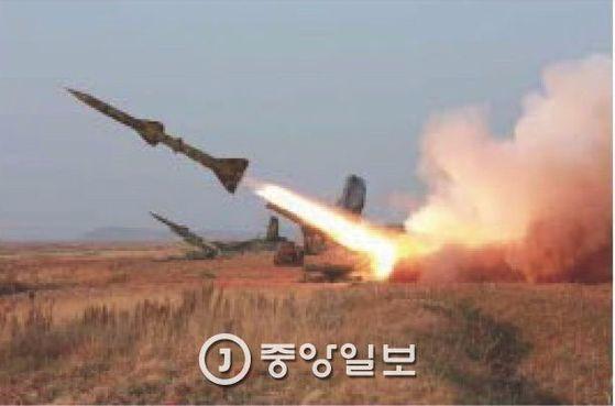 2015년 북한 서부전선 반항공부대 고사로켓 사격훈련 [중앙포토]