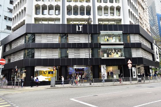 텐소울 홍콩 팝업스토어가 마련된 아이티 매장 건물. 이번 팝업스토어를 위해 1층 절반을 썼다.